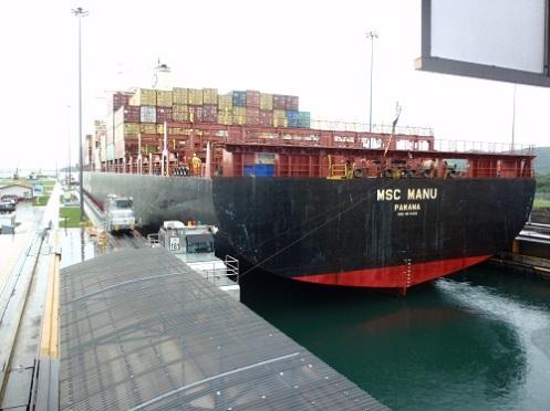 MSC Manu lifted in lock